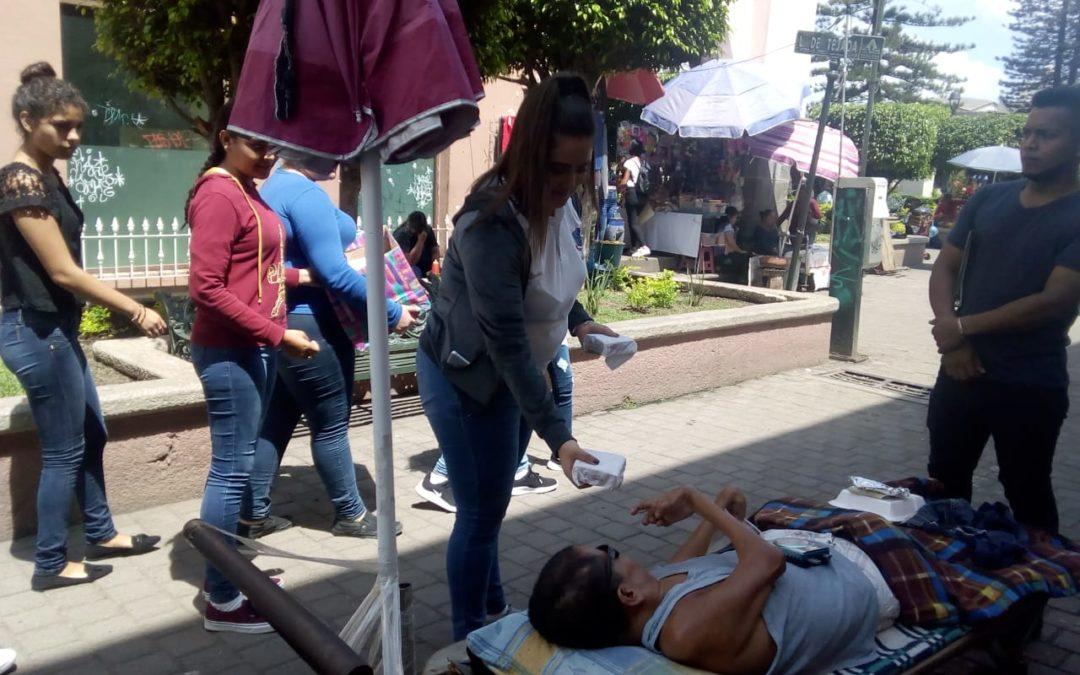 Estudiantes Reparten Alimentos Plaza Principal Tepic